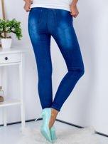 Niebieskie jeansowe spodnie skinny z perełkami na kieszeniach                                  zdj.                                  2