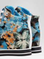 Niebieskie kwiatowe sneakersy                                  zdj.                                  7
