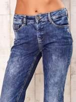 Niebieskie przecierane spodnie regular jeans                                                                           zdj.                                                                         4
