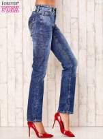 Niebieskie przecierane spodnie regular jeans                                   zdj.                                  2