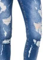 Niebieskie spodnie jeans 7/8 z dziurami i przetarciami                                  zdj.                                  7