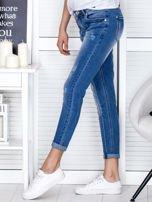 Niebieskie spodnie jeansowe damskie z ozdobnym suwakiem                                  zdj.                                  3