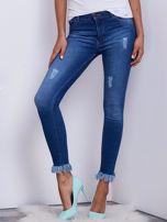 Niebieskie spodnie jeansowe z wystrzępieniami na nogawkach                                  zdj.                                  1