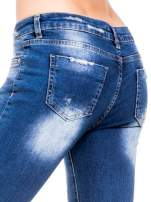 Niebieskie spodnie skinny jeans z cieniowaniem i przetarciami z przodu                                                                          zdj.                                                                         7