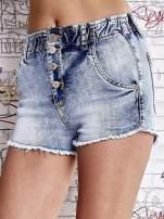 Niebieskie szorty jeansowe z postrzępioną nogawką                                  zdj.                                  1