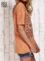 Pomarańczowy t-shirt z kwiatami efekt acid wash                                  zdj.                                  3