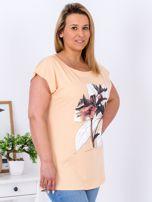 Pomarańczowy t-shirt z roślinnym motywem PLUS SIZE                                  zdj.                                  3