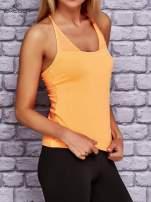 Pomarańczowy top sportowy z siateczką i ramiączkami w kształcie litery T na plecach                                                                          zdj.                                                                         3