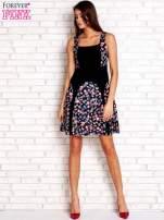 Różowa sukienka z kwiatowymi wstawkami i kwadratowym dekoltem                                                                          zdj.                                                                         2