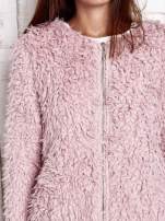 Różowy futrzany sweter kurtka na suwak
