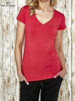 Różowy modelujący t-shirt sportowy z przeszyciami