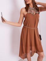 SCANDEZZA Brązowa sukienka z aplikacją                                  zdj.                                  7