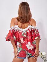SCANDEZZA Czerwona lniana bluzka cold shoulder w kwiaty                                  zdj.                                  2