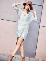 Khaki sukienka oversize z cekinami w malarski deseń                                  zdj.                                  2