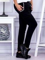 Spodnie damskie dresowe ze ściągaczami czarne                                  zdj.                                  5