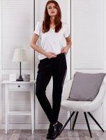 Spodnie dresowe ze wstawkami przy kieszeniach czarne                                  zdj.                                  4