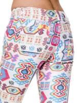 Spodnie jeasnowe rurki z nadrukiem aztec print                                  zdj.                                  7