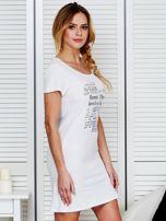 Sukienka biała bawełniana z nadrukiem newspaper                                  zdj.                                  3