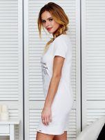 Sukienka biała bawełniana z nadrukiem newspaper                                  zdj.                                  5