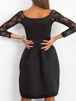 Sukienka czarna z koronkowymi rękawami                                  zdj.                                  5