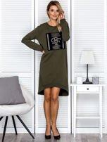 Sukienka damska dzienna z ozdobnymi literami khaki                                   zdj.                                  4