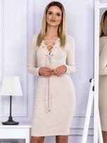 Sukienka damska w prążek ze sznurowaniem przy dekolcie beżowa                                  zdj.                                  1