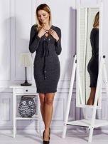 Sukienka damska w prążek ze sznurowaniem przy dekolcie ciemnoszara                                  zdj.                                  4