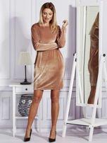 Sukienka damska welurowa z kieszeniami beżowa                                  zdj.                                  4