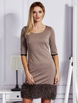 Sukienka damska z wykończeniem fluffy jasnobrązowa                                  zdj.                                  1