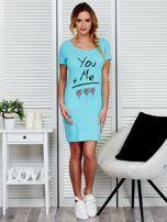 Sukienka jasnoniebieska bawełniana z miłosnym nadrukiem                                  zdj.                                  4
