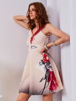 Sukienka jasnoróżowa w duże kwiaty                                  zdj.                                  3