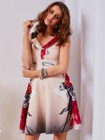 Sukienka jasnoróżowa w duże kwiaty                                  zdj.                                  1