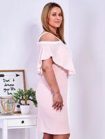 Sukienka jasnoróżowa z wycięciami na ramionach PLUS SIZE                                  zdj.                                  5