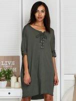 Sukienka khaki o kroju oversize ze sznurowaniem                                  zdj.                                  1