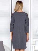 Sukienka oversize z wycięciami na rękawach i perełkami ciemnoszara                                  zdj.                                  2