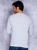 Szara bluza męska z tekstowym printem i ściągaczami                                  zdj.                                  2