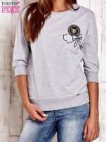 Granatowa bluza z naszywkami i ściągaczami