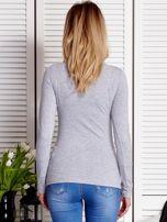 Szara bluzka damska z dziewczęcym fotoprintem                                  zdj.                                  2