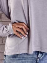 Szara gładka bluzka z dłuższym tyłem