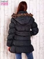 Szara pikowana kurtka z futrzanym wykończeniem kaptura                                                                          zdj.                                                                         4