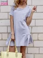 Szara sukienka dresowa z falbanami z boku                                  zdj.                                  1