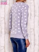 Szaro-biała bluza z nadrukiem serduszek                                                                          zdj.                                                                         4