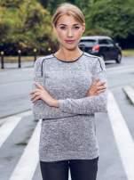 Szary melanżowy sweter z kontrastowymi wstawkami przy dekolcie                                  zdj.                                  10