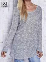 Szary melanżowy sweter z łezką na plecach                                  zdj.                                  1
