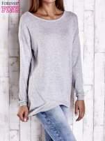 Szary nietoperzowy sweter oversize z dłuższym tyłem                                  zdj.                                  3