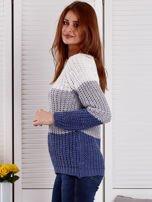 Szary sweter o szerokim splocie                                  zdj.                                  3
