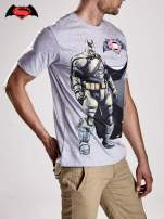 Szary t-shirt męski z nadrukiem BATMAN V SUPERMAN                                  zdj.                                  3