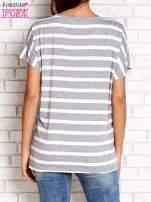 Szary t-shirt w białe paski z napisem NORTH CHAPEL STREET                                  zdj.                                  2