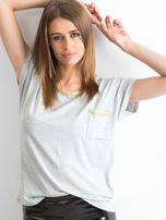 Szary t-shirt z błyszczącą lamówką                                  zdj.                                  1