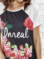Szary t-shirt z kwiatowym nadrukiem i napisem UNREAL